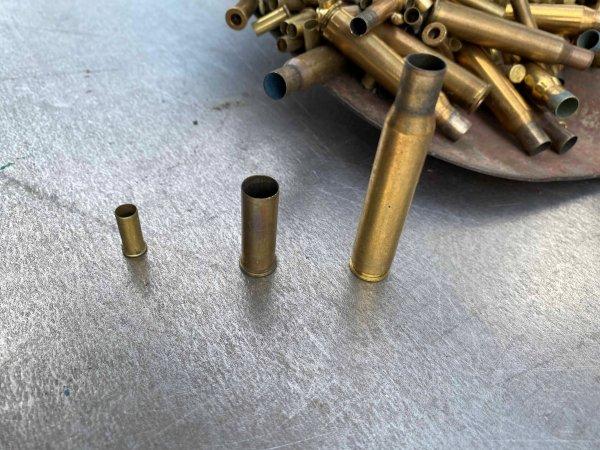 Frei von Schwarzpulver. Abgeschossene Patronen, drei Kaliber, aus Messing verkaufen. Mit Metallschrott Geld verdienen
